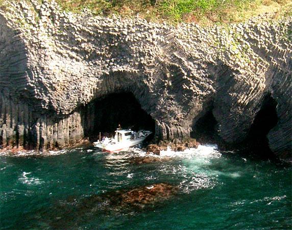 caveboating.jpg