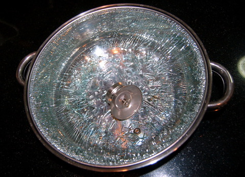 20091001spontaneous-glass-breakage0019.jpg