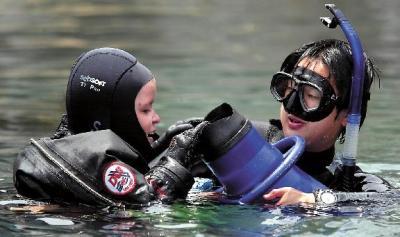 20090613adam-helping-dive.jpg